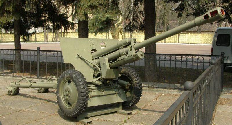 76-мм пушка ЗиС-3.