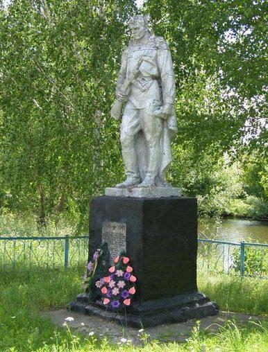 с. Выхвостов Городнянского р-на. Памятник, установленный в 1957 году на братской могиле воинов, погибших при освобождении села.