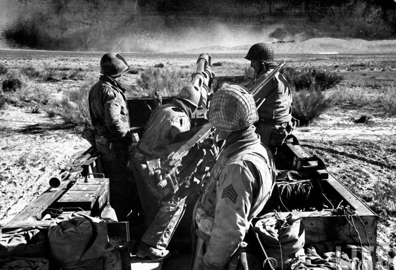 Американская самоходка T19 ведет огонь в Тунисе. Февраль 1943 г.
