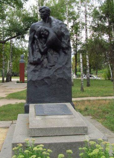 г. Лебедин. Памятник советским воинам.