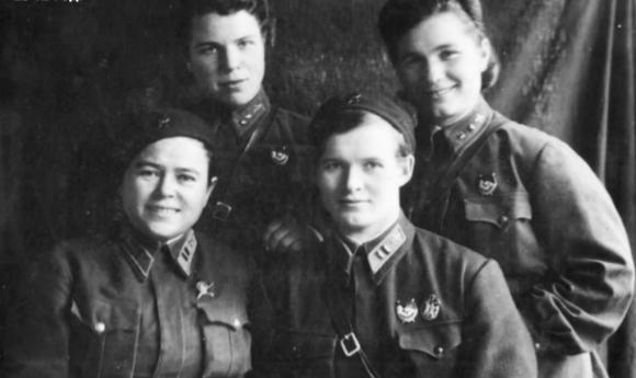 Д. Никуленко, С.Амосова, Е. Рачкевич и Е. Бершанская. 1942 г.