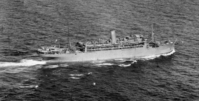 Британский войсковой транспорт RMS «Llanstephan Castle» в плавании в составе конвоя в Атлантике. 1941 г.