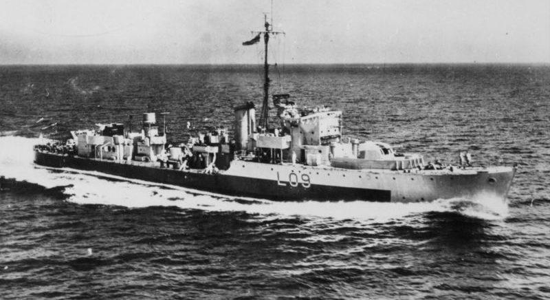 Британский эскортный миноносец HMS «Easton» в плавании в составе конвоя. 1941 г.