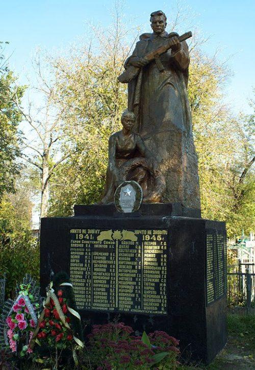 г. Лебедин. Братская могила советских воинов на Мироносницком кладбище, погибших при освобождении города.