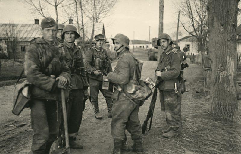 Немцы в городе. 1941 г.