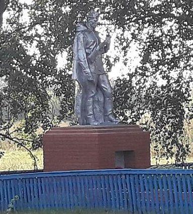 с. Вовковцы Роменского р-на. Братская могила советских воинов.