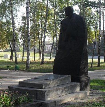 г. Лебедин. Братская могила партизан Гражданской и Великой Отечественной войны.