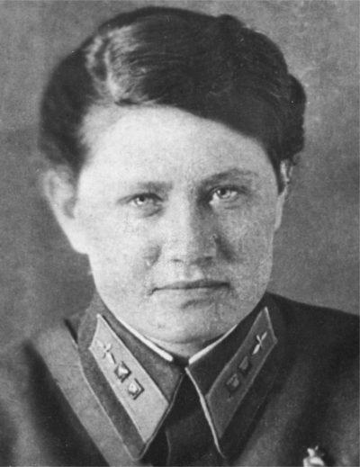Любовь Ольховская - командир эскадрильи 46-го авиаполка. 1942 г.