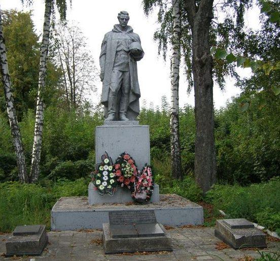 п. Дмитровка Бахмачского р-на. Братская могила мирных жителей и воинов, погибших при освобождении поселка.