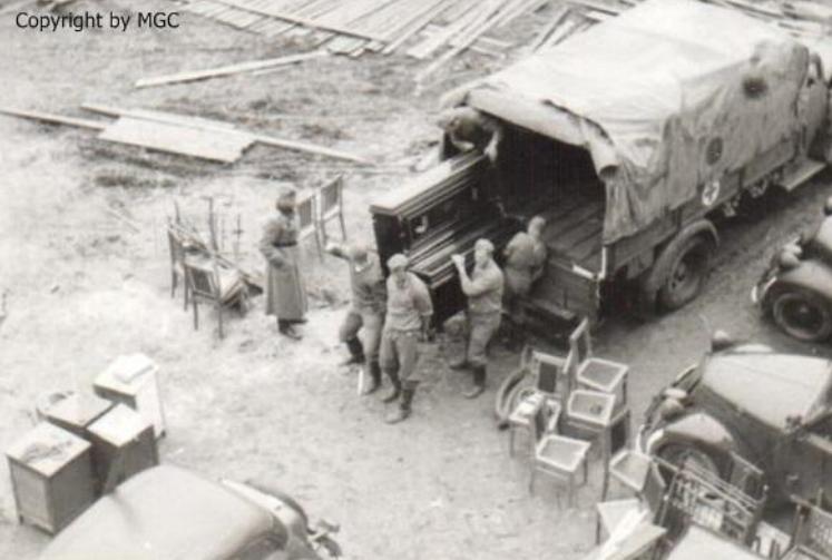 Разграбление имущества гостиницы «Москва». 1941 г.