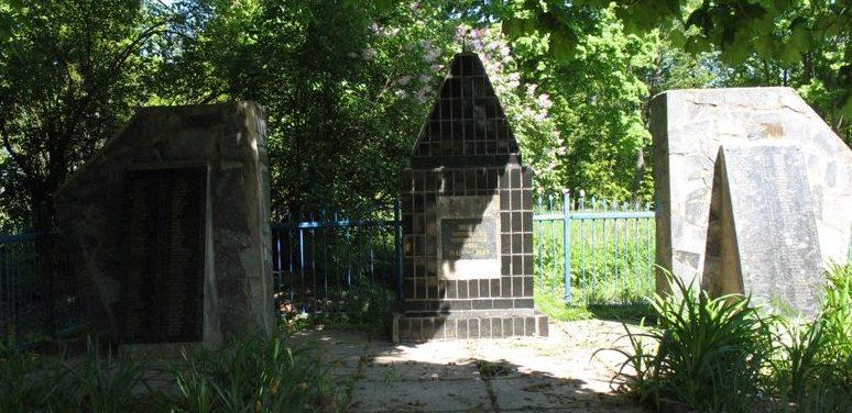 г. Городня. Братская могила воинов, погибших при освобождении города и умерших от ран в госпиталях.