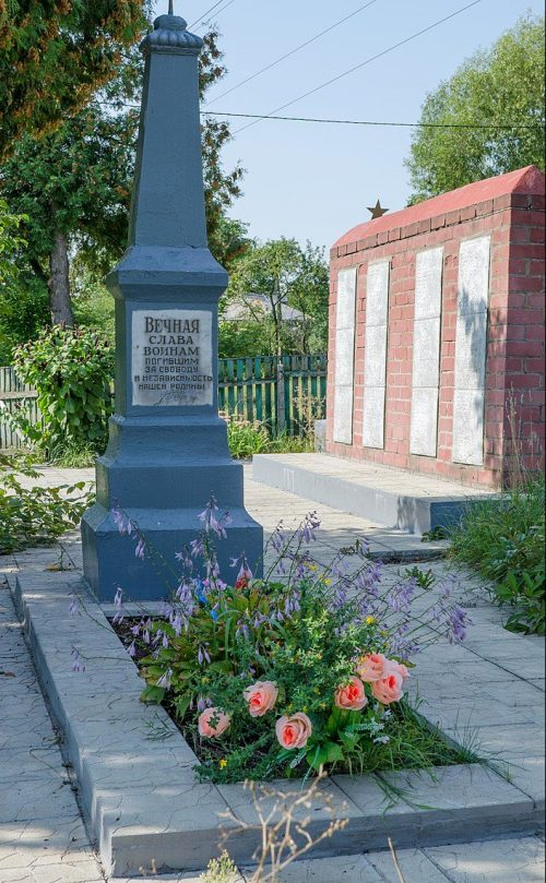 г. Чернигов. Братская могила 157 советских воинов, погибших в сентябре 1943 года.