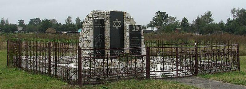 г. Конотоп. Памятник на месте казни 3000 жителей города.