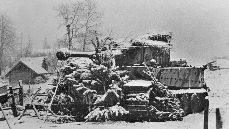 Немецкий танк «Тигр» 502-го танкового батальона в районе Невеля. 1943 г.