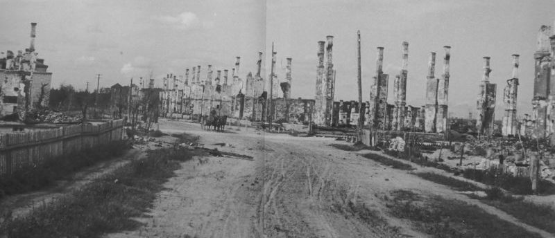 Печи сгоревших домов в освобожденном Ярцево. Сентябрь 1943 г.