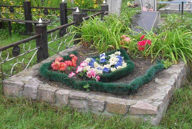г. Конотоп. Братская могила жертв фашизма на городском кладбище.