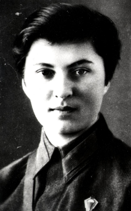 Адъюнкт эскадрильи, впоследствии штурман - Галина Докутович. 1942 г.