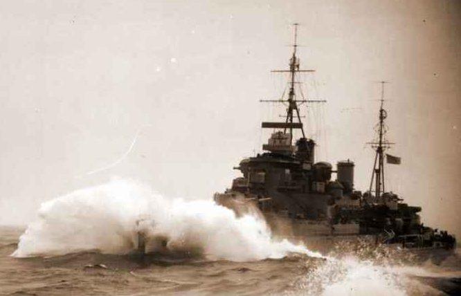 Британский лёгкий крейсер «Кения» в арктических водах. 1941 г.