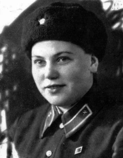 Вера Тарасова - штурман эскадрильи 46-го авиаполка. 1942 г.