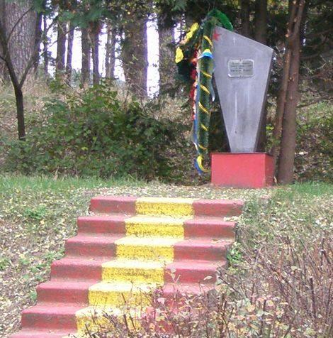 г. Чернигов. Братская могила советских военнопленных погибших в концлагере.
