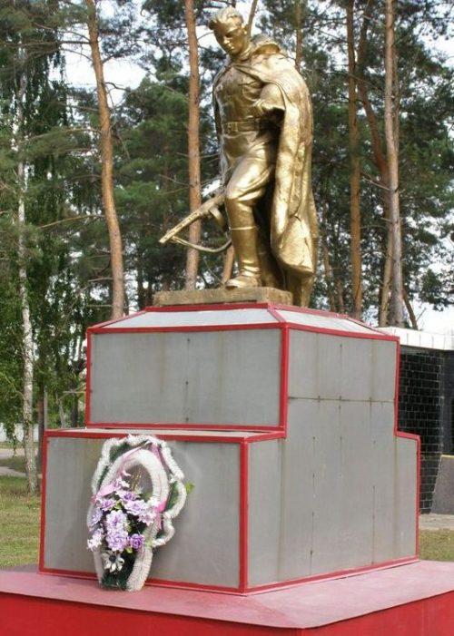 Памятник на братской могиле воинов, погибших при освобождении села.