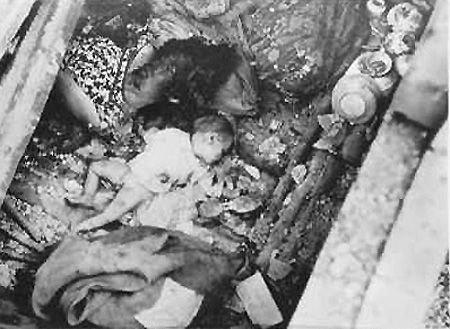 Филиппинские дети, убитые японскими солдатами при отступлении из Манилы. Февраль 1945 г.