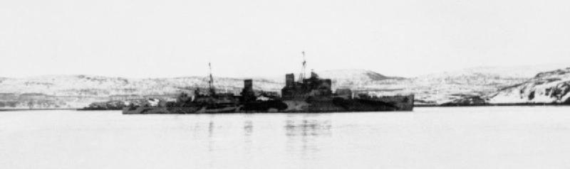 Британский крейсер HMS «Trinidad» на ремонте в Мурманске, после поражения немецкой торпедой. Март 1942 г.
