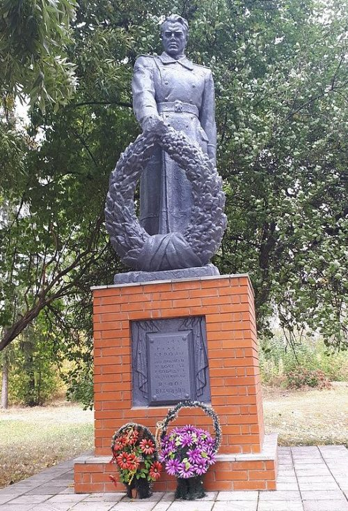 с. Голинка Роменского р-на. Братская могила советских воинов.