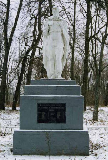 с. Дроздовица Городнянского р-на. Памятник погибшим воинам.