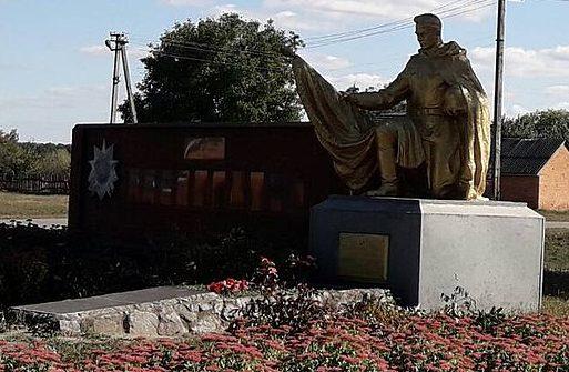 с. Гудымы Роменского р-на. Памятник, установленный на братской могиле советских воинов.