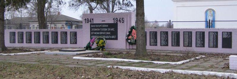 с. Подлипное Конотопского р-на. Памятник погибшим односельчанам в годы войны.
