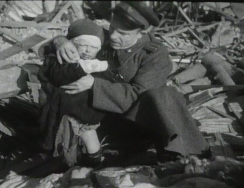Раненный ребенок. Октябрь 1943 г.