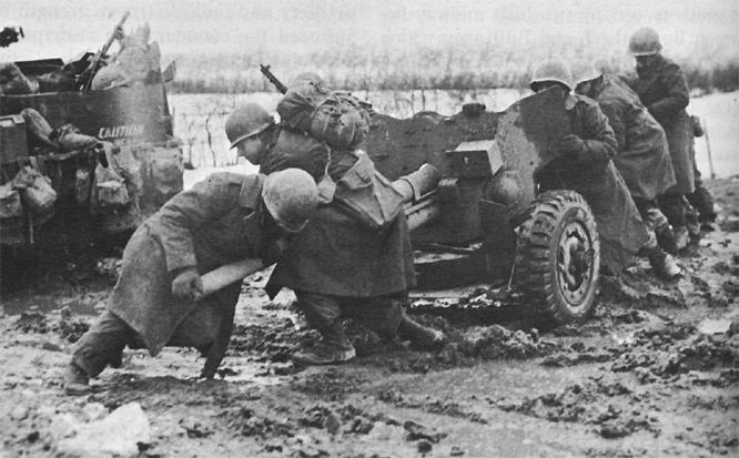 57-мм противотанковая пушка под Бутгенбахом. Январь 1944 г.