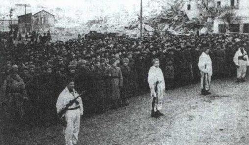 Митинг в честь освобождения города. Январь 1944 г.