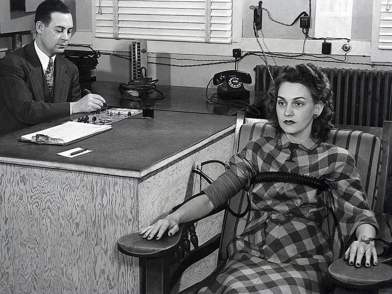 Проверка сотрудников Манхэттенского проекта на детекторе лжи. 1945 г.