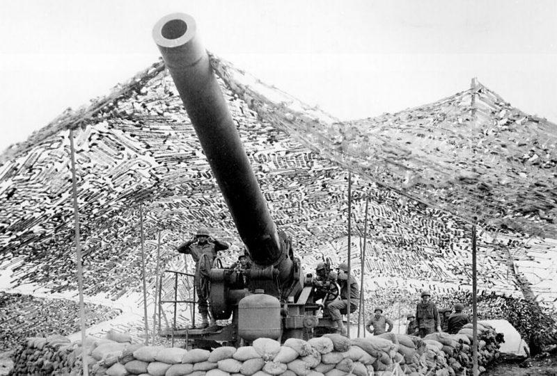 240-мм гаубица в районе Миньяно, Италия. Январь 1944 г.
