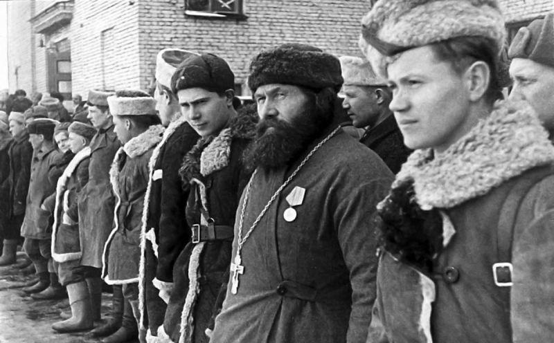 Награждение партизан. 1944 г.