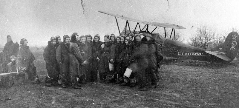 Самолет У-2 с лозунгом «За Родину - за Сталина». 1943 г.