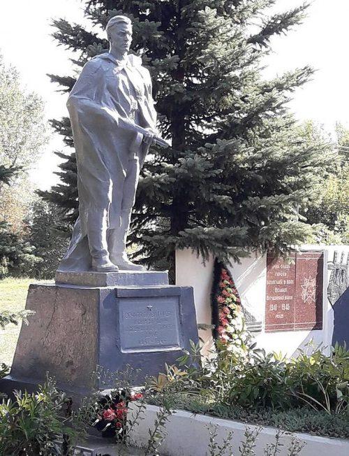с. Зарудье Роменского р-на. Братская могила советских воинов.