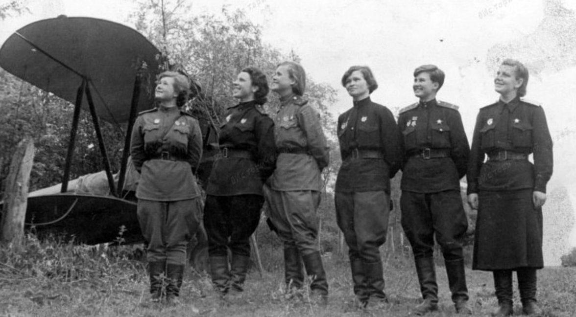 На аэродроме у По-2. 1943 г.