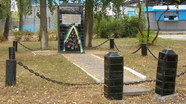 г. Чернигов. Памятный знак на месте лагеря советских военнопленных.