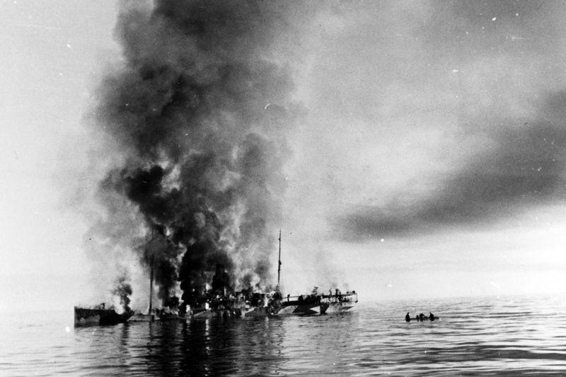 Советский ледокол «Александр Сибиряков» после боя с немецким крейсером «Адмирал Шеер». Август 1942 г.