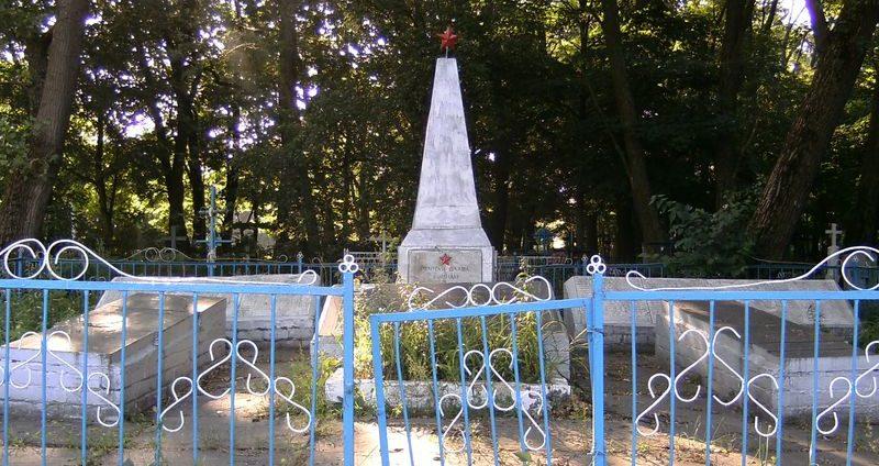 с. Косачовка Козелецкого р-на. Братская могила воинов, погибших при освобождении села.