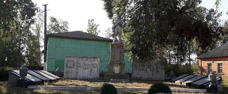с. Зеленовщина Роменского р-на. Мемориал, установленный на братской могиле советских воинов.