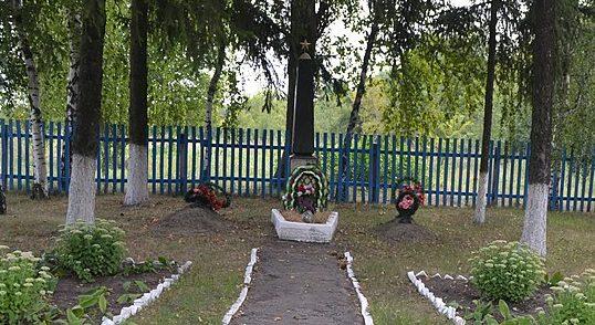 с. Байрак Липоводолинского р-на. Братская могила советских воинов в урочище Зеленского.