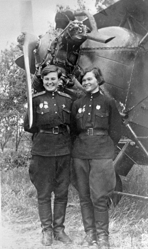 Наталия Меклин (Кравцова) и Себрова Ирина.1943 г.