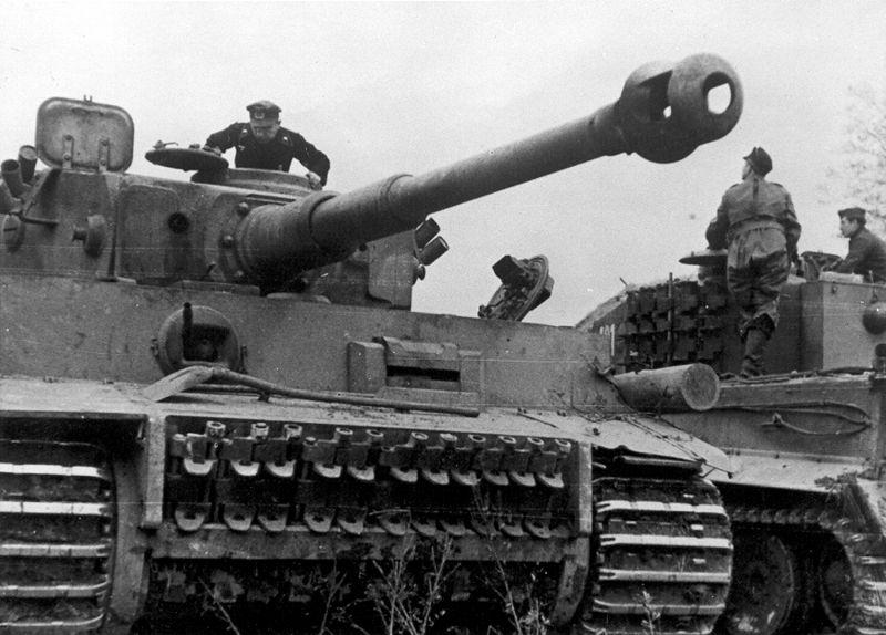 Немецкие танки «Тигр» 505-го тяжелого танкового батальона в районе города Великие Луки. 1943 г.
