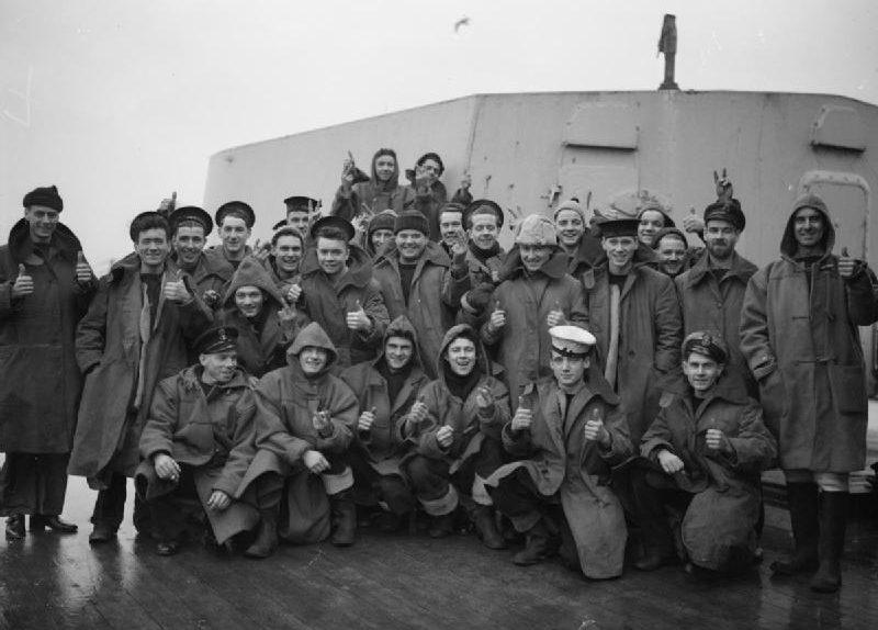 Экипаж HMS «Sheffield», принимавший участие в бою у мыса Нордкап. Конвой JW-55B. Декабрь 1942 г.