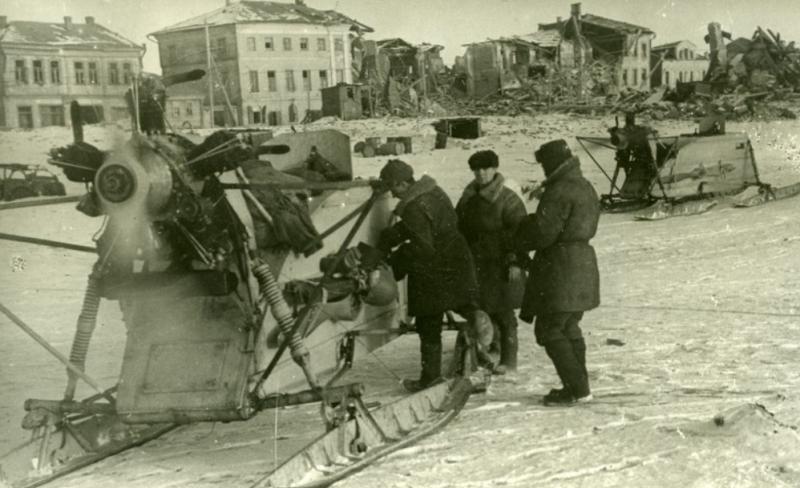 Красноармейцы в городе. Март. 1943 г.