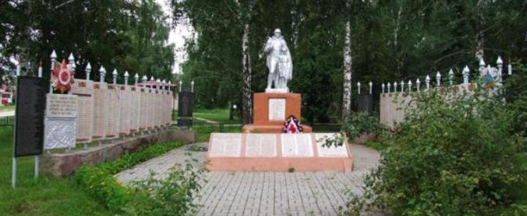 с. Великий Бобрик Краснопольского р-на. Памятник павшим воинам.